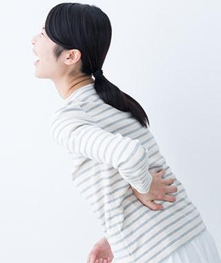 ぎっくり腰の女性